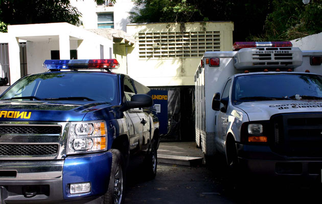 Asesinaron a tiros a tres amigos cuando reparaban una moto en Catia