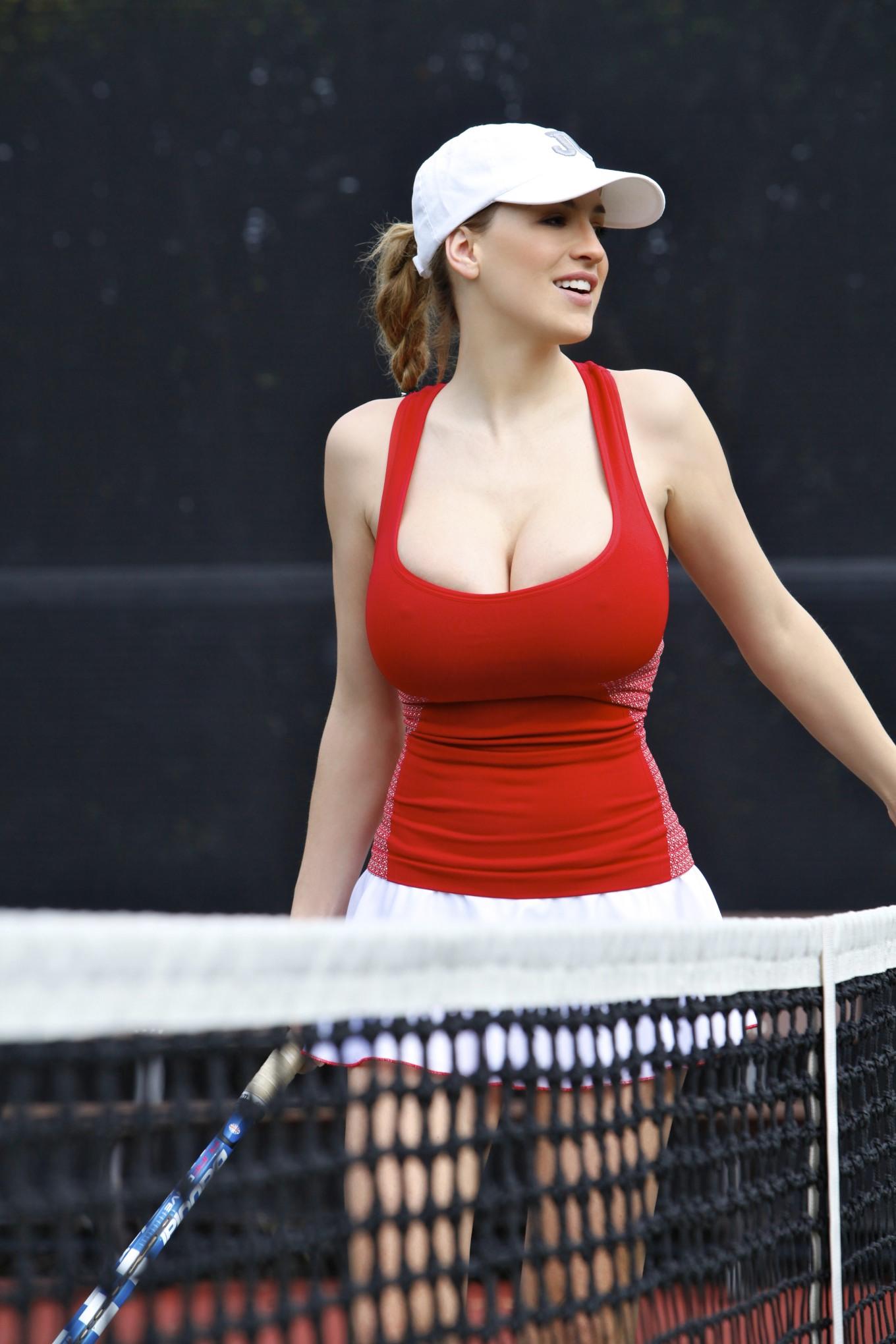 Теннисистка с большими грудями 26 фотография