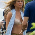 jennifer-aniston-in-a-bra (7)