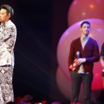 Chinese singer Han Geng holds his Worldwide Act award during the MTV European Music Awards 2012 show at the Festhalle in Frankfurt