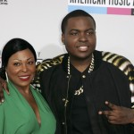 Hip hop artist Sean Kingston arrives with his mother at the 40th American Music Awards in Los Angeles
