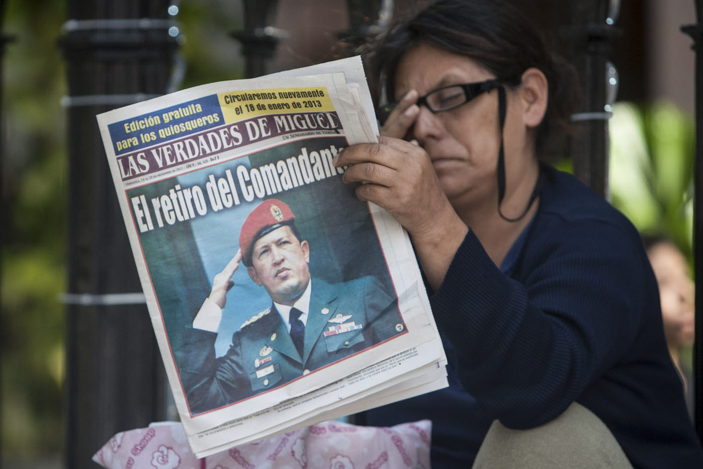 VENEZOLANOS ATENTOS A SALUD DE CHÁVEZ