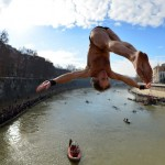 ITALY-NEW-YEAR-TIBER-DIVE