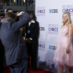 Actress and host Kaley Cuoco arrives at the 2013 People's Choice Awards in Los Angeles