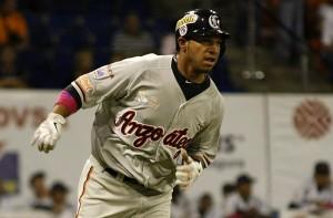 Su jonrón de tres carreras abrió la ofensiva en el mismo primer inning.