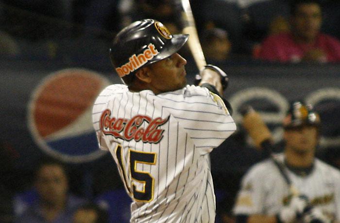 Guzmán conectó el hit de oro en el d´cimo inning para que Caracas dejara en el terreno 10x9 a Magallanes.