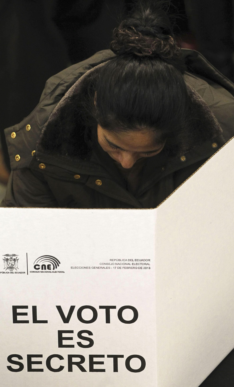 LOS ECUATORIANOS EN ESPAÃ?A PARTICIPAN HOY EN LAS ELECCIONES EN ECUADOR