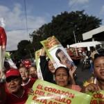 HUGO CHÁVEZ REGRESA A CARACAS TRAS MÁS DE DOS MESES HOSPITALIZADO EN CUBA
