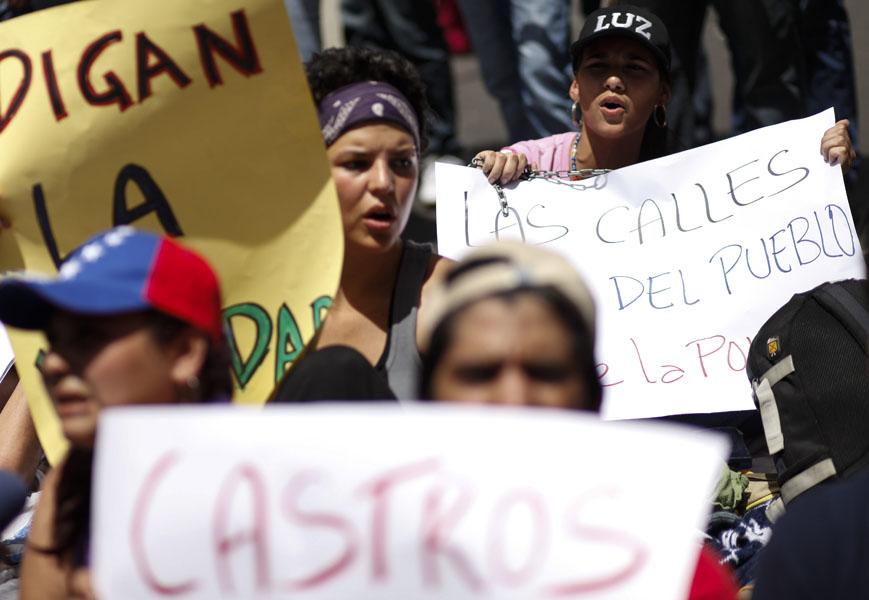 ESTUDIANTES QUE RECLAMAN INFORMACI�N SOBRE SALUD DE CHÁVEZ