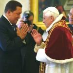 BENEDICTO XVI RECIBE A CHAVEZ