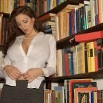 JordanCarver-bibliotecaria (2)