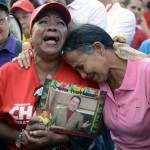 TOPSHOTS-VENEZUELA-CHAVEZ-DEATH-SUPPORTERS