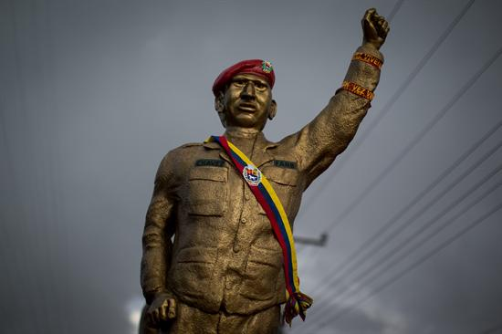 ¿La revolución convirtió a los militares en payasos? 635049560291610635m