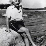 Albert Einstein posando