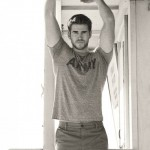 Liam-Hemsworth-Sexy-Details-Burbujas-De-Deseo-08-532x700