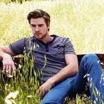 Liam_Hemsworth_Bench_Campaign_2012_04_400x300