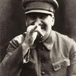 Stalin bromeando