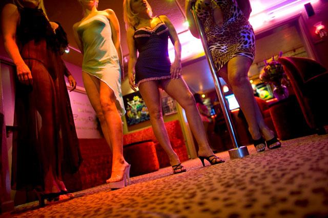 Venezolanas dedicadas a prostitución en Colombia recibirían visa de trabajo