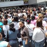 FAMILIARES DE LOS PRESOS PROTESTAN FRENTE AL MINISTERIO (1)