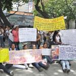FAMILIARES DE LOS PRESOS PROTESTAN FRENTE AL MINISTERIO (15)