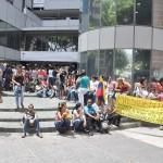 FAMILIARES DE LOS PRESOS PROTESTAN FRENTE AL MINISTERIO