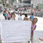 FAMILIARES DE LOS PRESOS PROTESTAN FRENTE AL MINISTERIO (5)