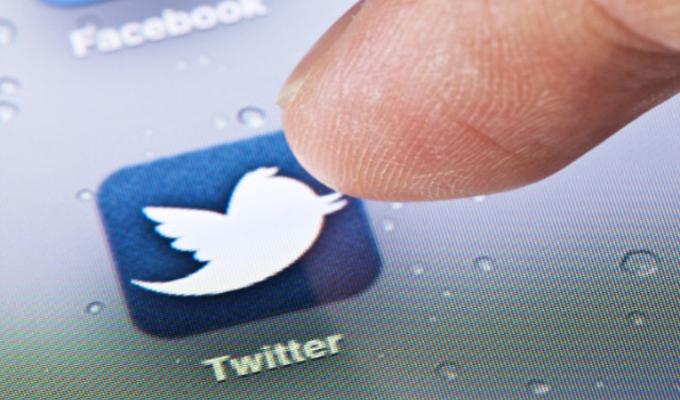 Twitter prueba reproducir publicidad