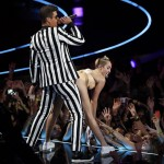 "Miley Cyrus and Robin Thicke perform ""Blurred Lines"" during the 2013 MTV Video Music Awards in New York"