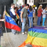 PROTESTA DE LOS HOMOSEXUALES FRENTE A LA ASAMBLEA NACIONAL (1)