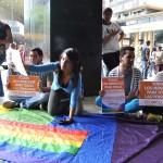 PROTESTA DE LOS HOMOSEXUALES FRENTE A LA ASAMBLEA NACIONAL (2)