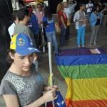 PROTESTA DE LOS HOMOSEXUALES FRENTE A LA ASAMBLEA NACIONAL (5)