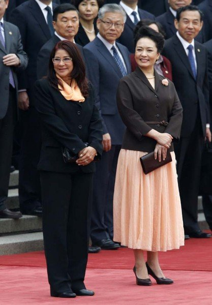 Venezuela's President Nicolas Maduro's wife Cilia Flores and Chinese President Xi Jinping's wife Peng Liyuan look at their husbands at a welcoming ceremony in Beijing
