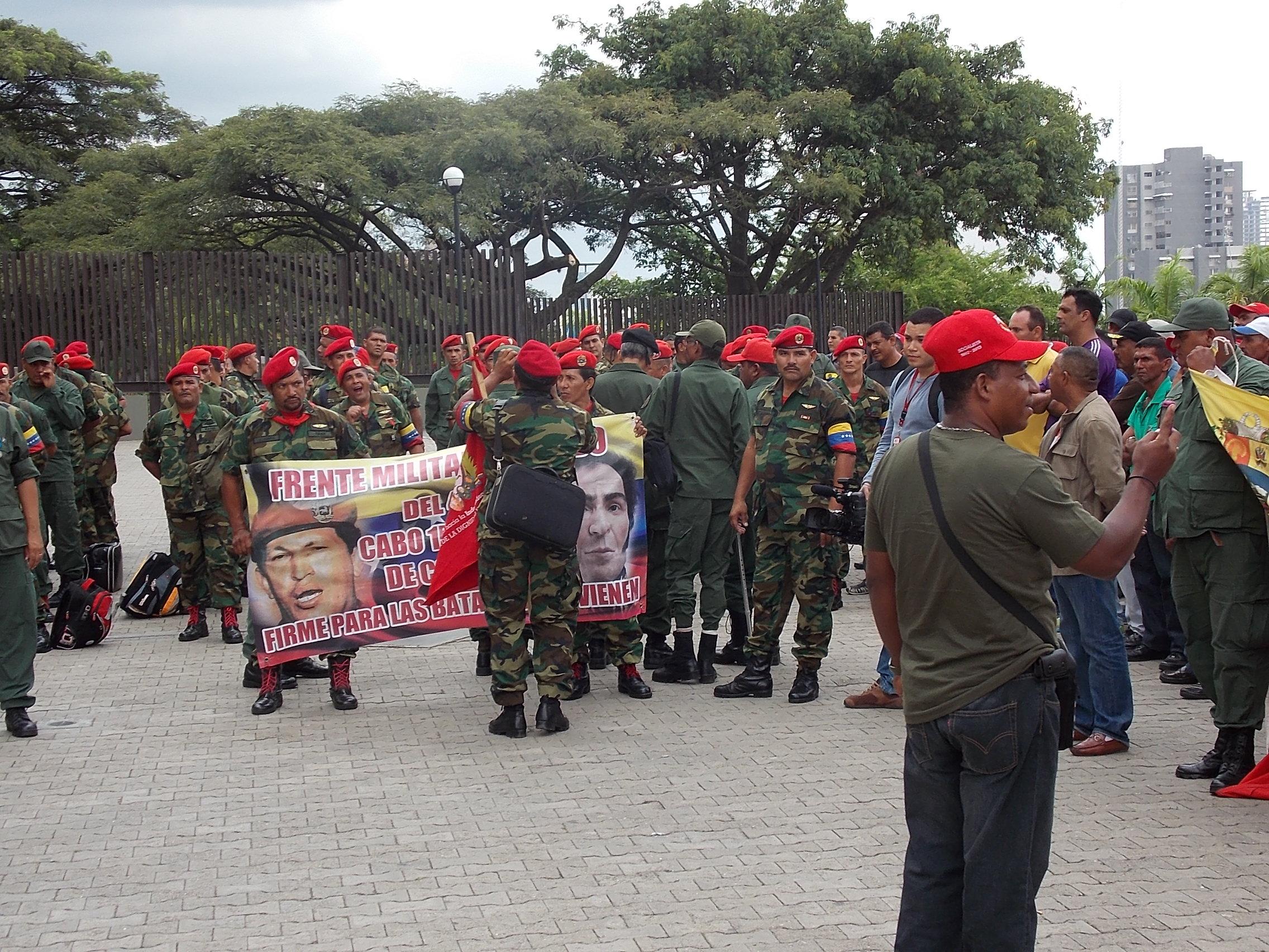 Militares del 4-F protestan frente al TSJ Militares-retirados1