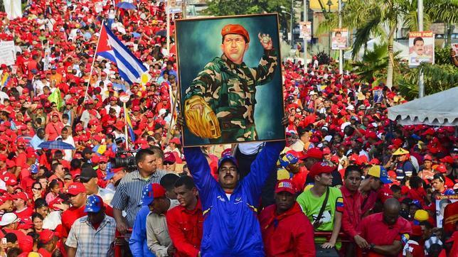 ¿La revolución convirtió a los militares en payasos? Chavez-644x362
