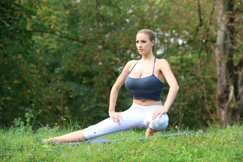 йога с большой грудью правильно думаю
