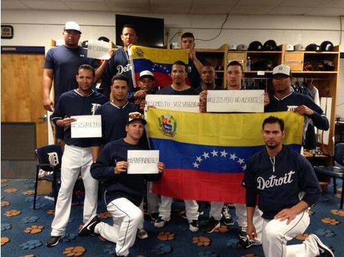 Esto es lo que dice Maduro de los Grandes Ligas retratados con SOS Venezuela (Video)