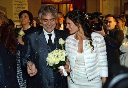 Andrea Bocelli se casa tras 12 años de noviazgo (Fotos)