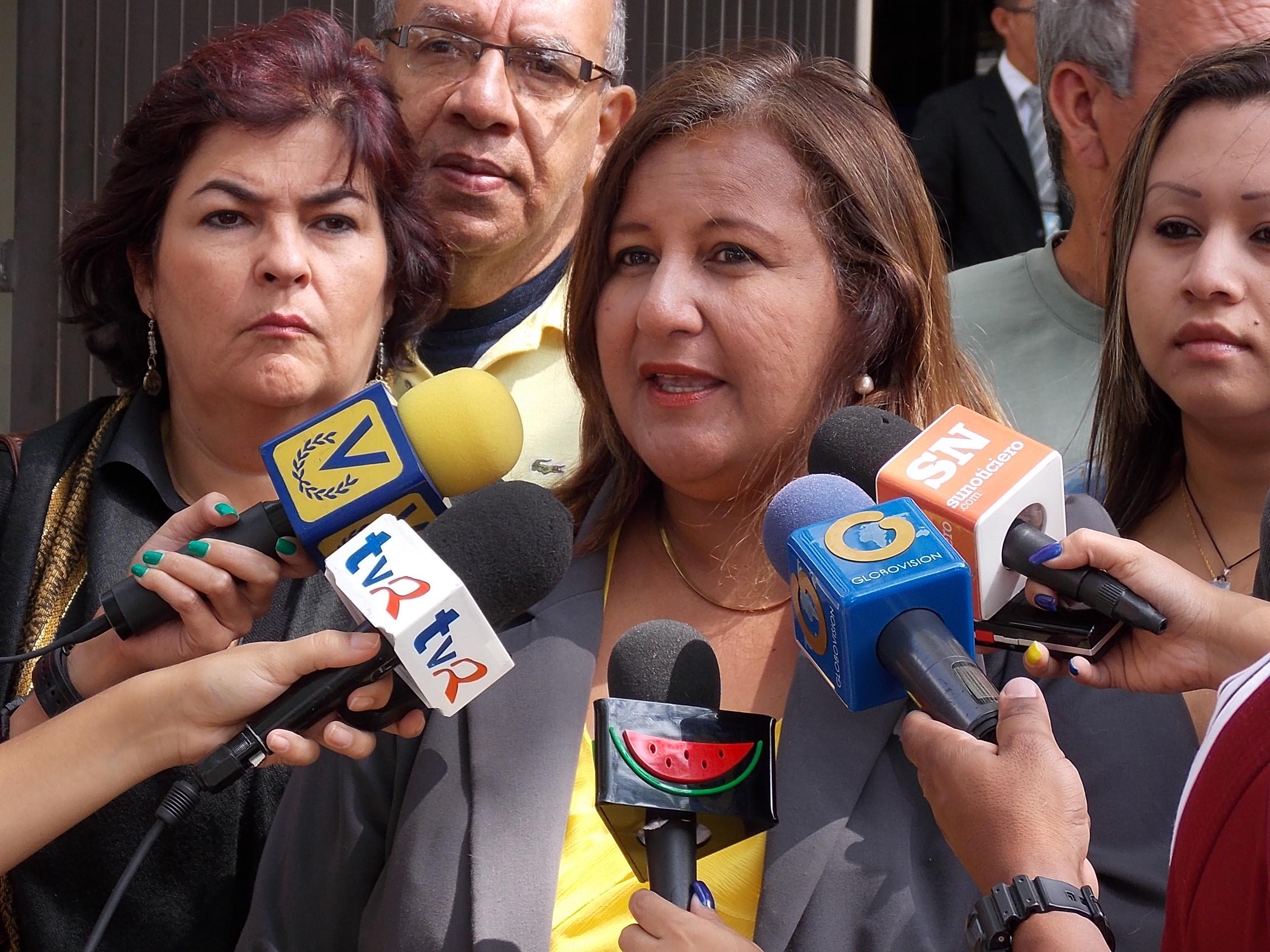 Dinorah Figuera: Hospital JM de los Ríos está a punto de un colapso