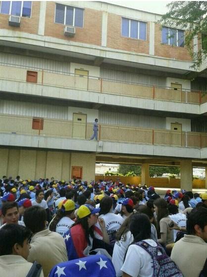 Liceistas de Maracaibo se niegan a entrar a clases y piden resistencia ...
