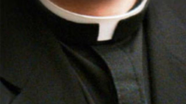 Sacerdote que viajó con un menor con fines sexuales se declara culpable