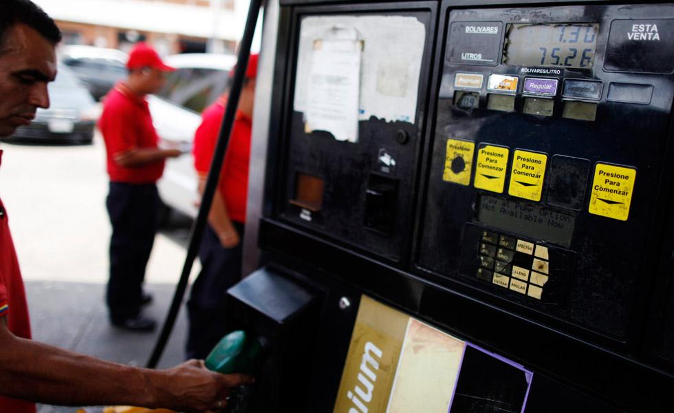 AFP: Comerciales de TV buscan convencer a los venezolanos de aumento de la gasolina