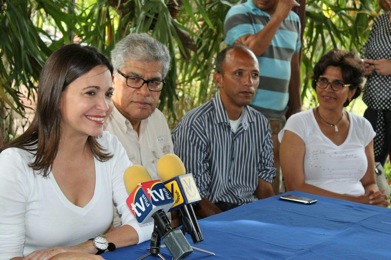 María Corina: Recibimos a los oficialistas con los brazos abiertos
