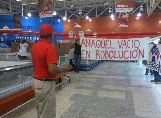 LA FOTO: Pancartota y protesta por escasez ¡dentro del Bicentenario!