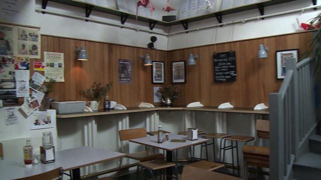 Baños Publicos Antiguos:De baño público a bar de moda (Video)