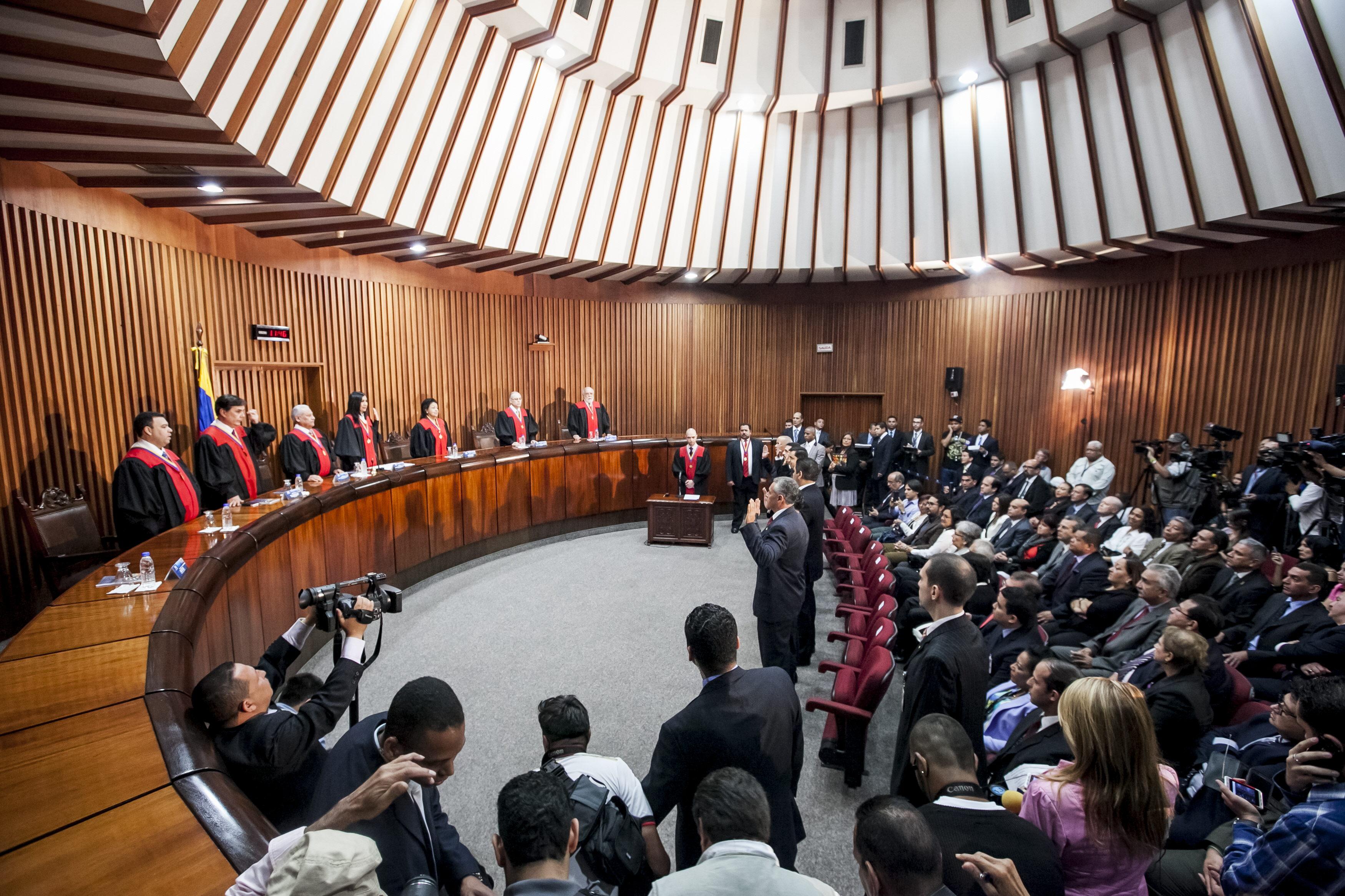 EL SUPREMO VENEZOLANO DEFIENDE LEGALIDAD EN ELECCIÓN DE RECTORES ELECTORALES