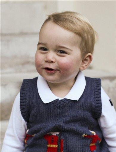 Foto: Fotografía provista por el duque y la duquesa de Cambridge y tomada a fines de noviembre de 2014 del principito Jorge de Gran Bretaña, posando en el Palacio de Kensington, en Londres / AP