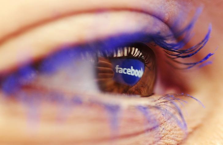"""Las personas que dejaron de utilizar Facebook durante una semana se sentían más felices que las que siguieron conectadas, según un estudio danés, que culpa a la red social de males como la falta de concentración o una vida social tambaleante. """"Escogimos a Facebook ya que es la red social más utilizada por gente de todas las edades"""", explicó el martes a la AFP Meik Wiking, director del Instituto de Investigación sobre la Felicidad, que realizó el estudio entre 1.095 personas en Dinamarca. Este grupo fue dividido en dos: la mitad siguió utilizando Facebook, mientras que la otra dejó de"""