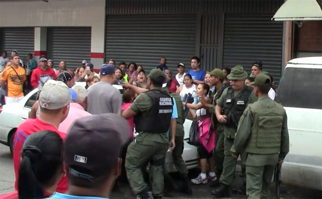 Protestas Enero 2015 - Página 2 Entrevero-SanBernardino