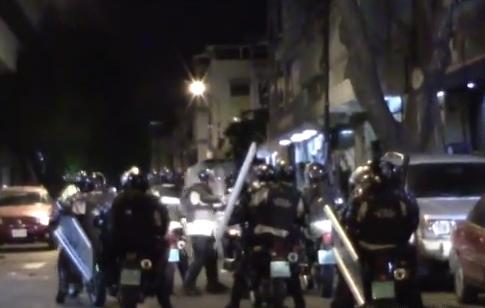 Protestas Enero 2015 - Página 2 Encapuchados
