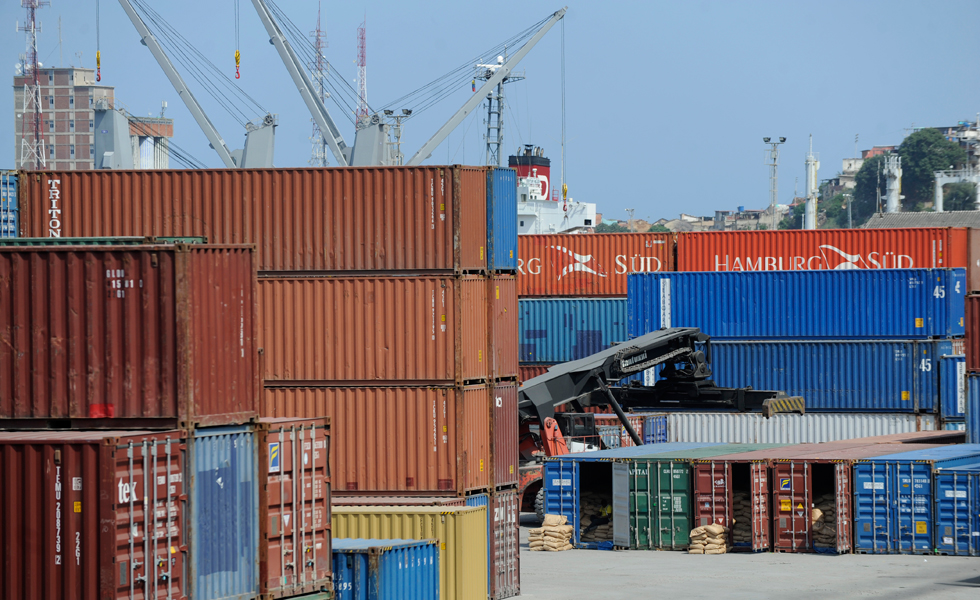 Crisis de divisas pone en caída libre las importaciones